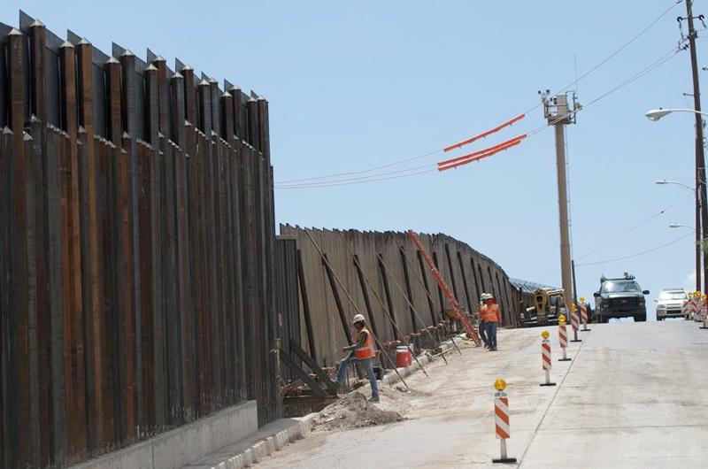 Arizona demanda al  Gobierno por frenar la construcción del muro y cerrar el programa MPP