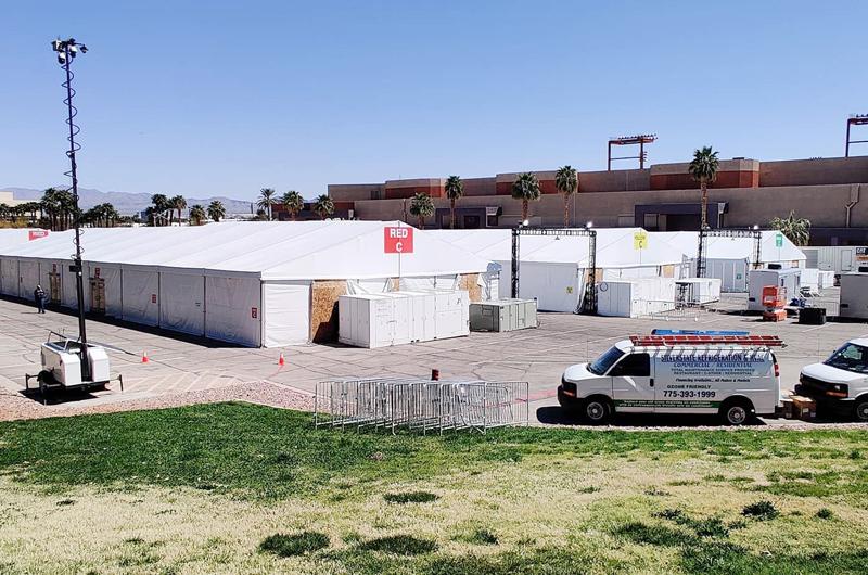 Complejo de carpas acoge temporalmente a indigentes de Las Vegas