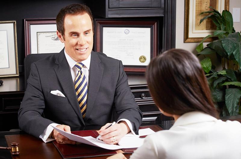 Peter Mazzeo... El mejor abogado en daños personales y materiales