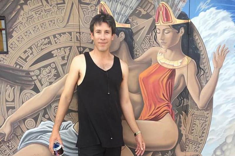 El espigado pintor Fernando Reyes va de la mano de los clásicos