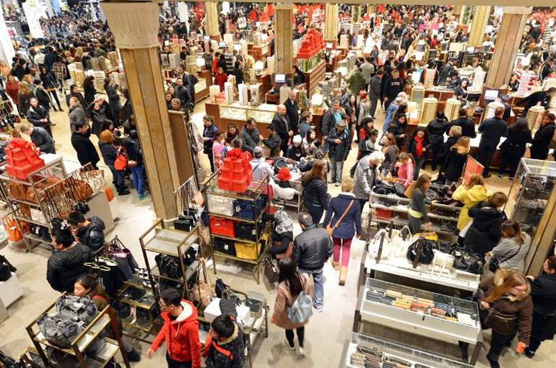 Cuidado con el consumismo en 'Black Friday'... evita ser víctima de fraudes