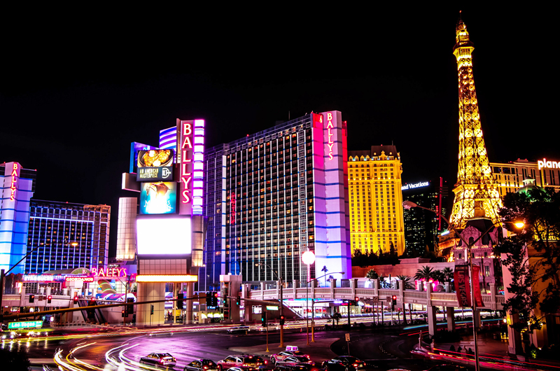 Urgen restricciones a la vida cotidiana... Quédese en casa por Nevada