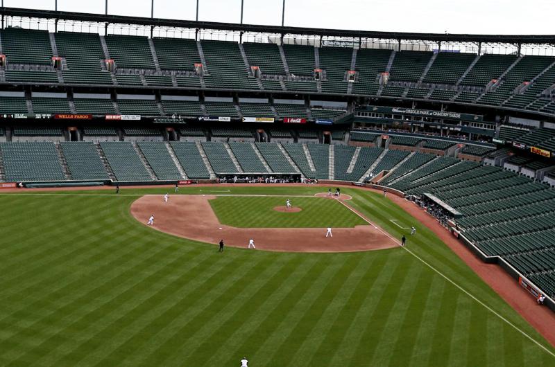 Beisbol y futbol pueden llevar su actividad en estadios vacíos