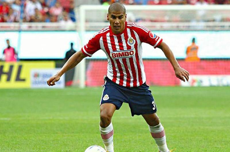 Carlos Salcido explicará salida de Chivas y su futuro