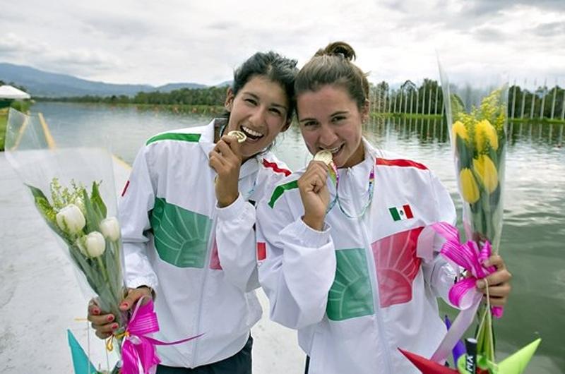 Phelps, Ledecky y Sjostrom avanzan a semifinales de natación olímpica