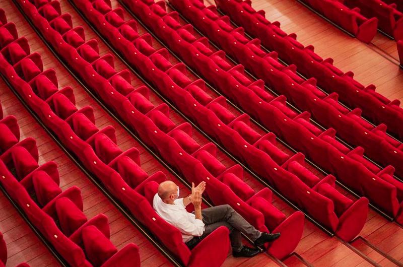 Cerrar teatros fue una decisión dura pero