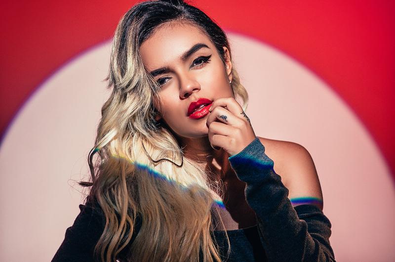 """Karol G en compañía de J Balvin y Nicky Jam en el remix de """"Mi cama"""