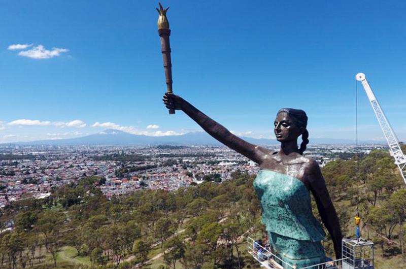 Lo de aquí... lo de allá: En Puebla majestuosa escultura 'La Victoria'