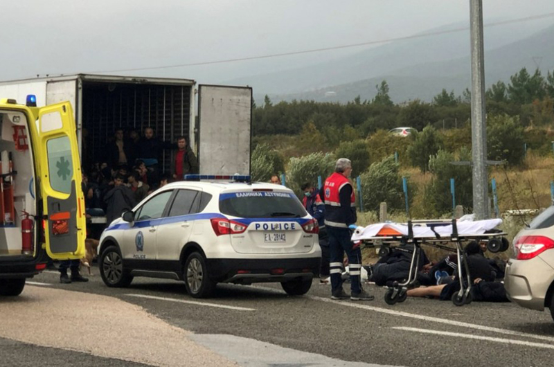Policía griega descubre a 41 migrantes en camión