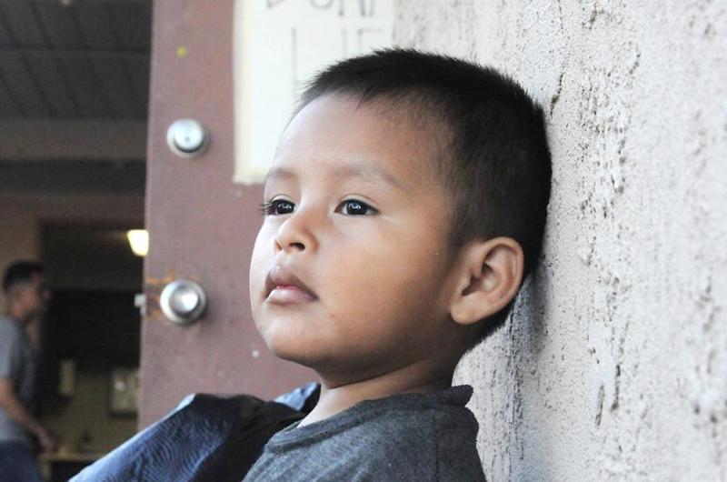 Cae un 45 % la cifra de niños inmigrantes bajo la custodia fronteriza