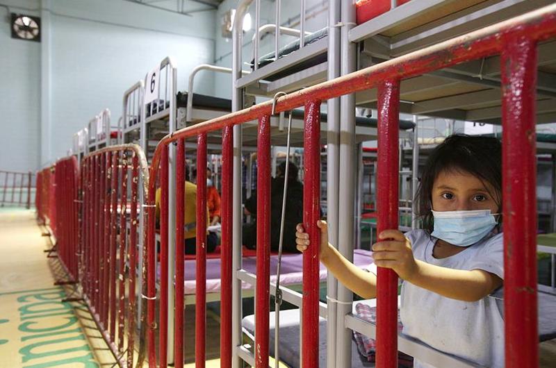 Acondicionan gimnasio como albergue para migrantes en el norte de México