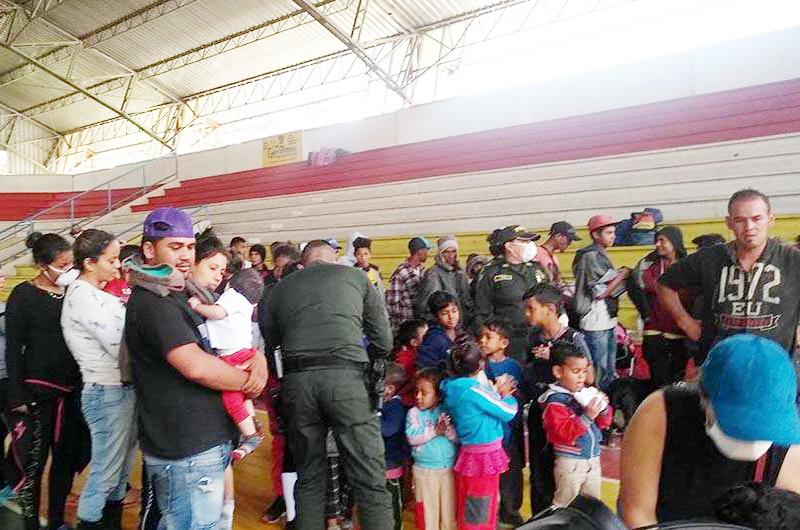 Saturan migrantes viviendas rentadas por cierre de varios albergues