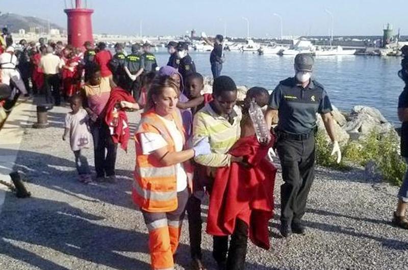Defensoría del Pueblo español llama a mejorar protección a migrantes