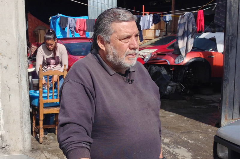 Armando Vilches, 20 años legalizando a los migrantes más pobres