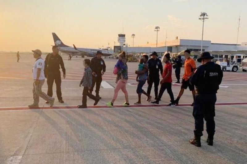 Repatría México a otros 106 hondureños desde Tabasco
