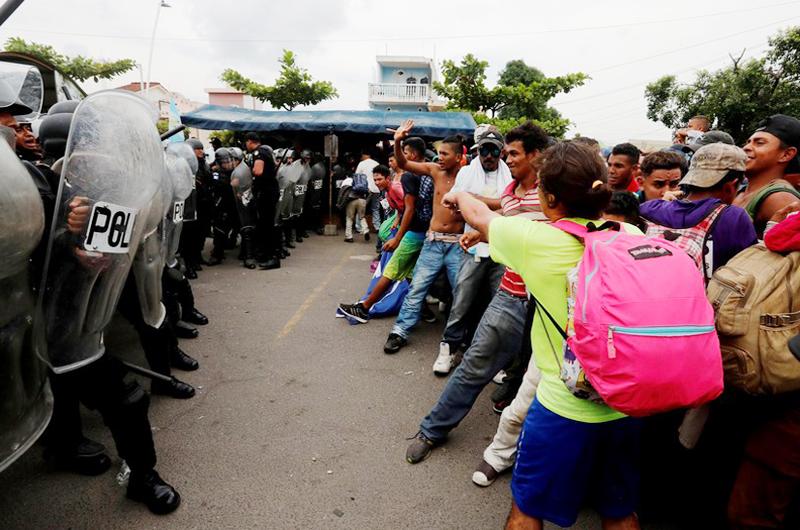 México condena violencia por parte de migrantes en frontera con Guatemala
