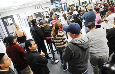 Expiden en California 150 mil licencias de conducir a inmigrantes