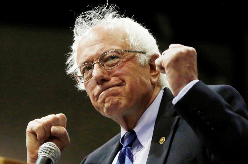 Bernie Sanders es operado de urgencia