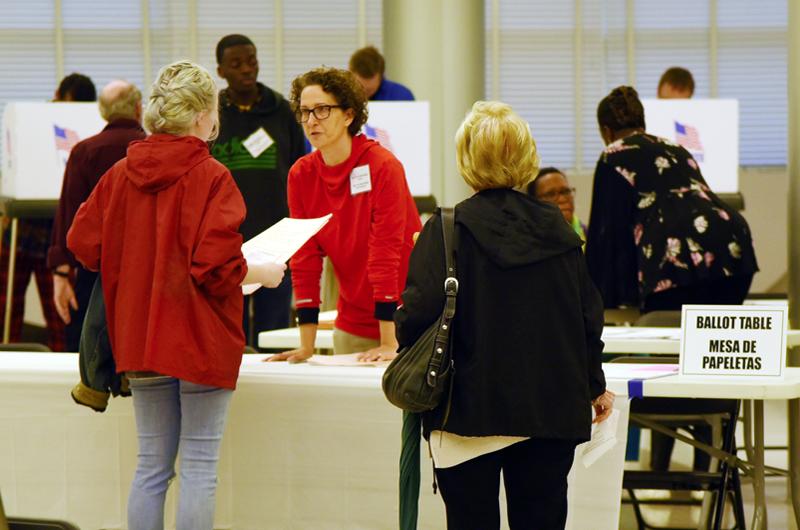 EUA inicia elecciones que serán un referendo de la presidencia de Trump