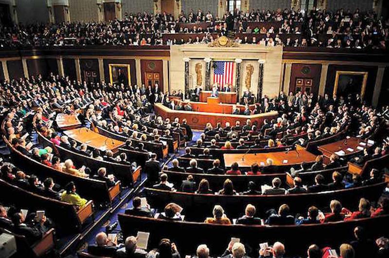 Cámara de representantes debate poderes de guerra de Trump
