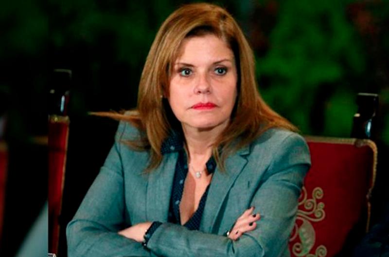 Congreso peruano suspende a Vizcarra y nombra presidenta interina