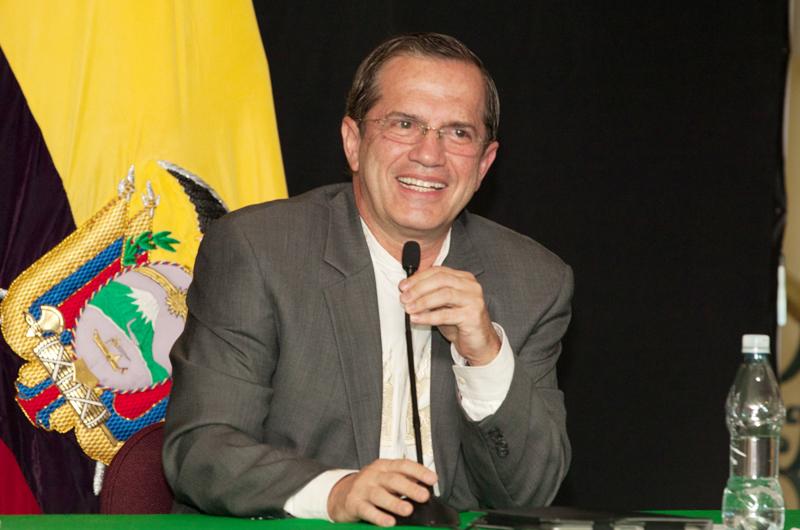 Excanciller ecuatoriano ve un México esperanzador