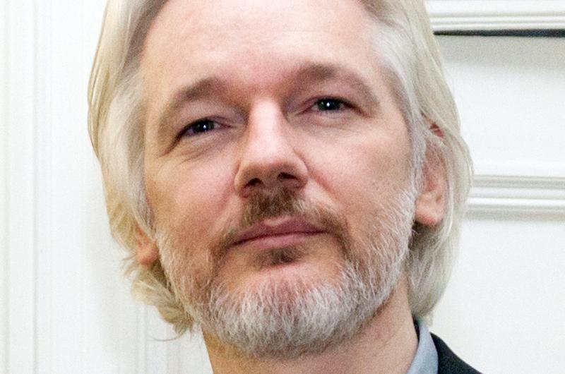 Assange podría morir en prisión, alertan médicos