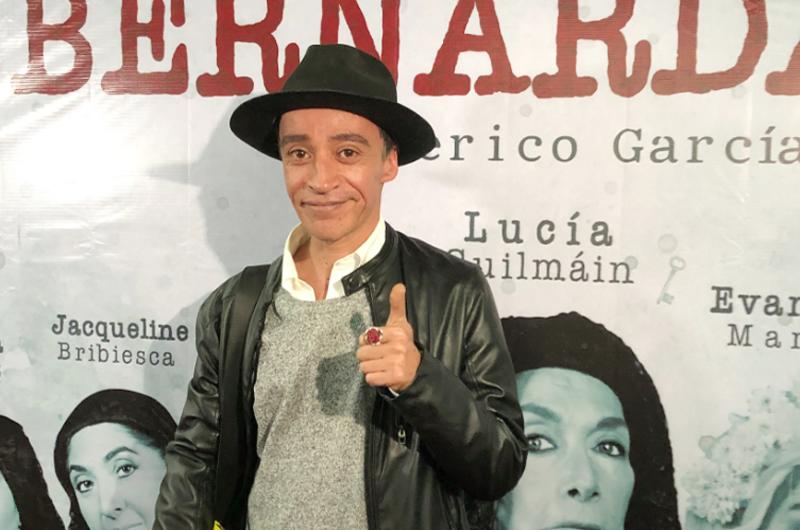 El teatro, fundamental en el desarrollo cultural del país: Roberto Sosa