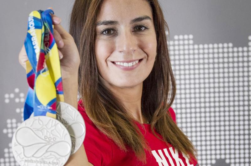 Paola Espinosa una madre campeona, elegante y artística
