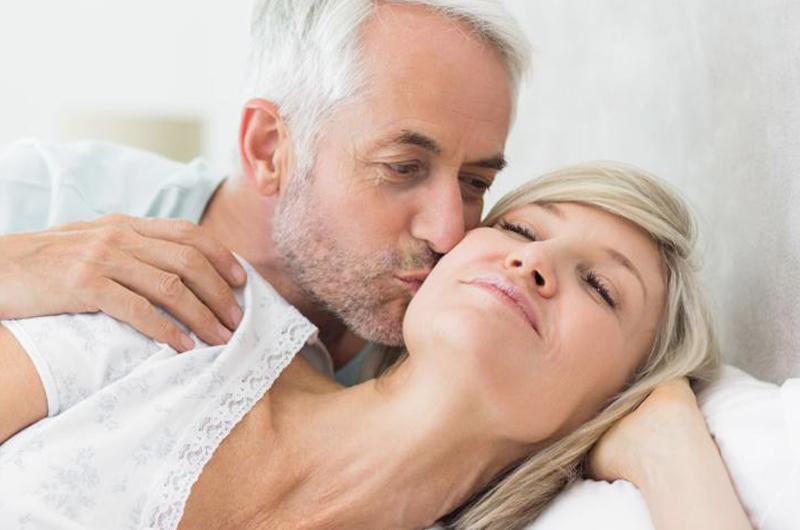 Durante la menopausia mujeres presentan pérdida de interés sexual