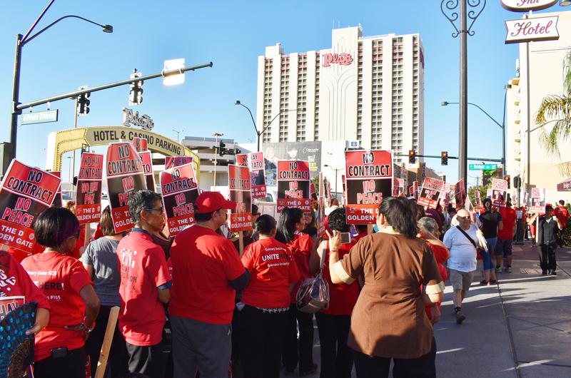 Marcharon en el Downtown por quienes no tienen convenio laboral