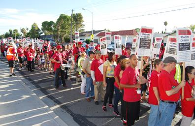 Trabajadores piden sindicato con protesta masiva