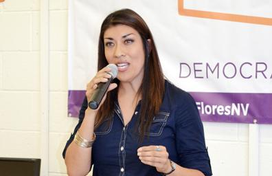 Abrió sede de campaña candidata demócrata Lucy Flores.
