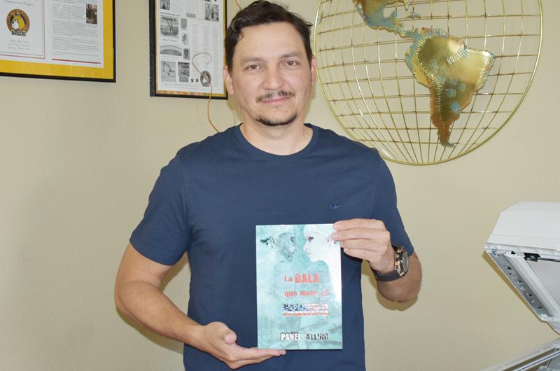 El escritor Pavel Alling presenta credenciales y apuesta por atraer al lector