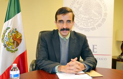 Leyó cónsul Julián Adem mensaje del gobierno mexicano