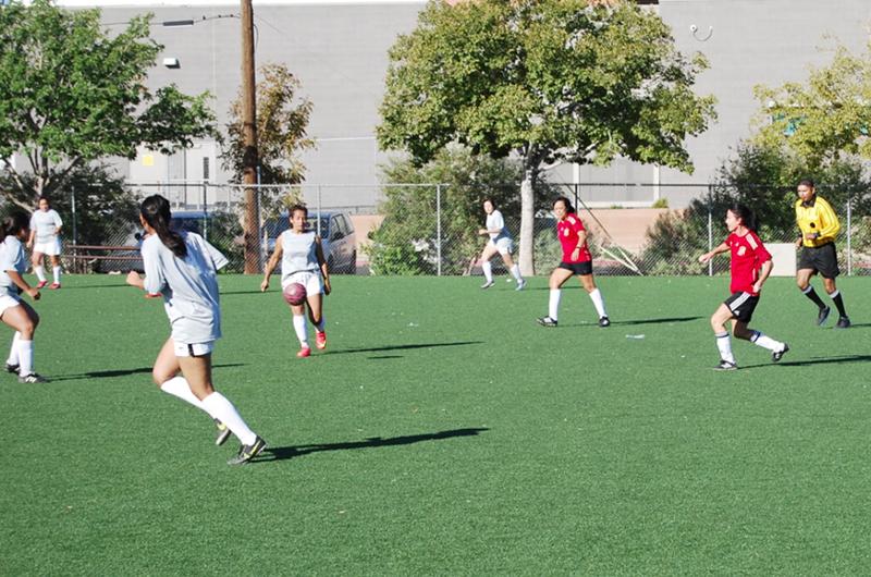 Escuela Latinoamericana de Fútbol a favor de torneos femeninos 11 contra 11