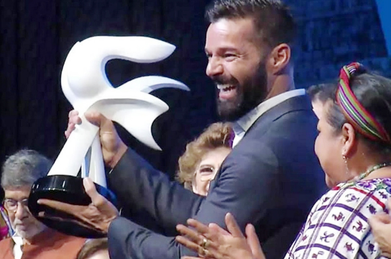 Premian labor altruista de Ricky Martin