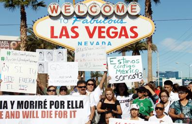 Por desaparición de estudiantes de Ayotzinapa crece indignación entre mexicanos de Las Vegas
