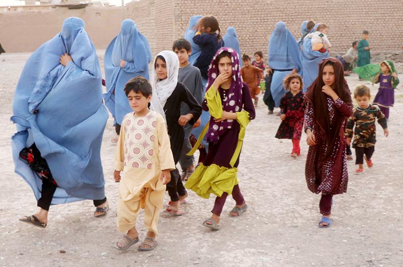 Sisolak: Hay disposición para recibir en el estado a refugiados de Afganistán
