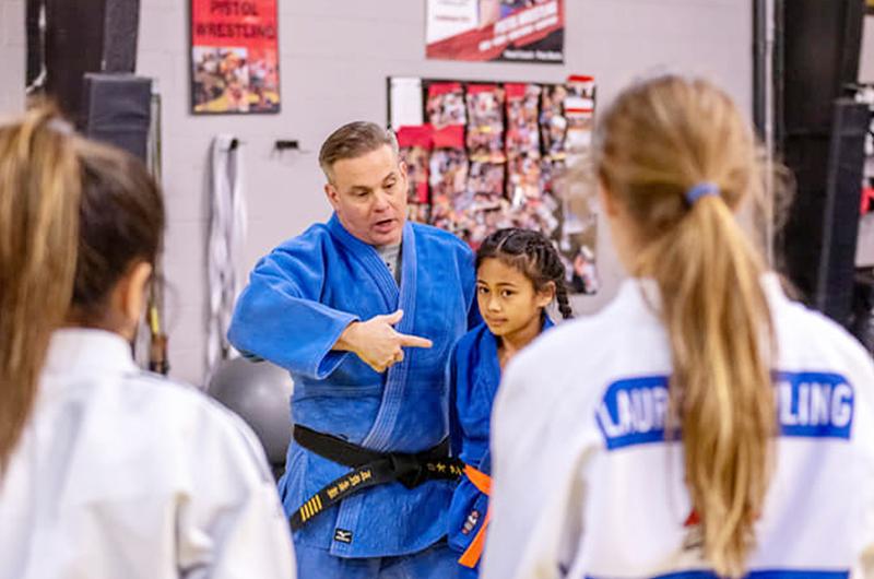 Sensei Sánchez, cinta negra quinto dan, resalta los beneficios de practicar judo