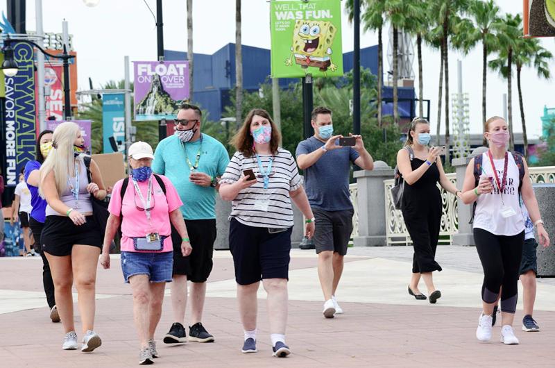 Disney restablece el uso de mascarillas en sus parques en Orlando