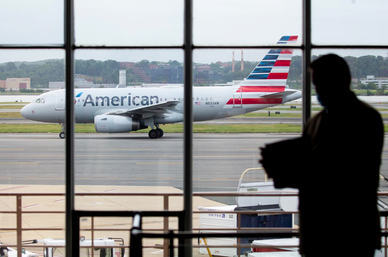 United Airlines despedirá a casi 600 trabajadores por negarse a vacunarse
