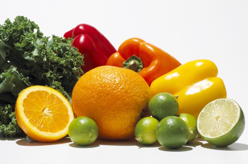 Recomiendan consumir alimentos con vitamina A y C en invierno