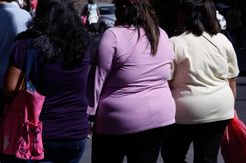 Alto índice de masa corporal favorecería a pacientes con cáncer: estudio