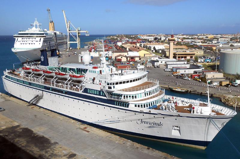 Barco de EUA en cuarentena en Santa Lucía por caso de sarampión