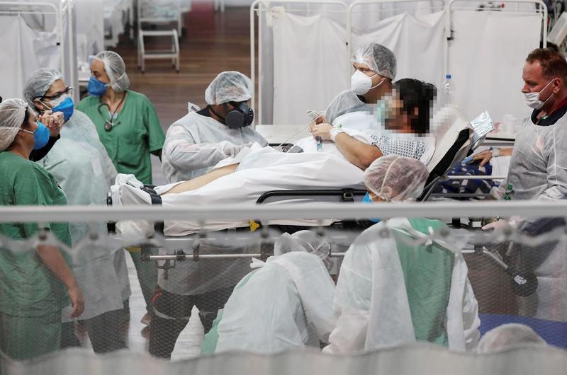 Brasil roza las 580.000 muertes por covid, mientras las UCI se desocupan