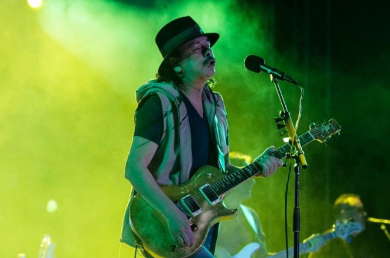 Santana pone sabor con el virtuosismo de su guitarra al Vive Latino