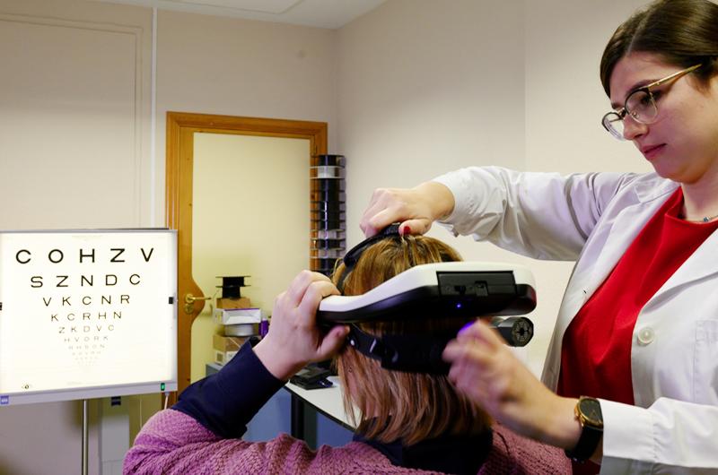 Crean simulador portátil para comprobar mejora de visión antes de cirugía
