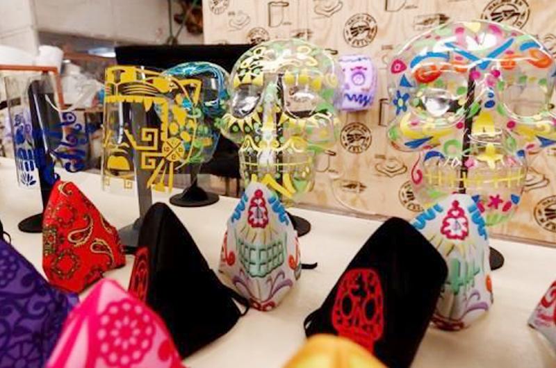Fabrican cubrebocas inspirados en la cultura mexicana