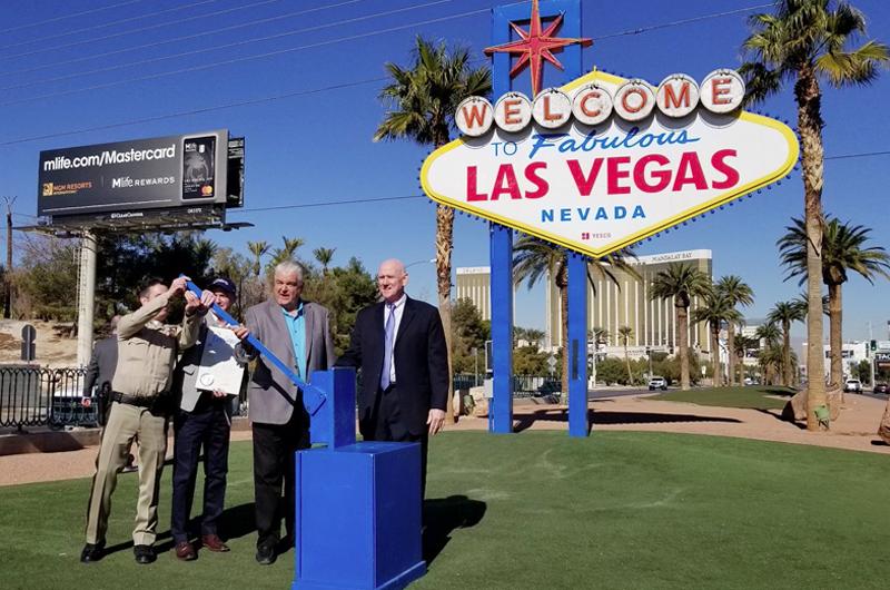 En color azul el anuncio de Bienvenida a Las Vegas